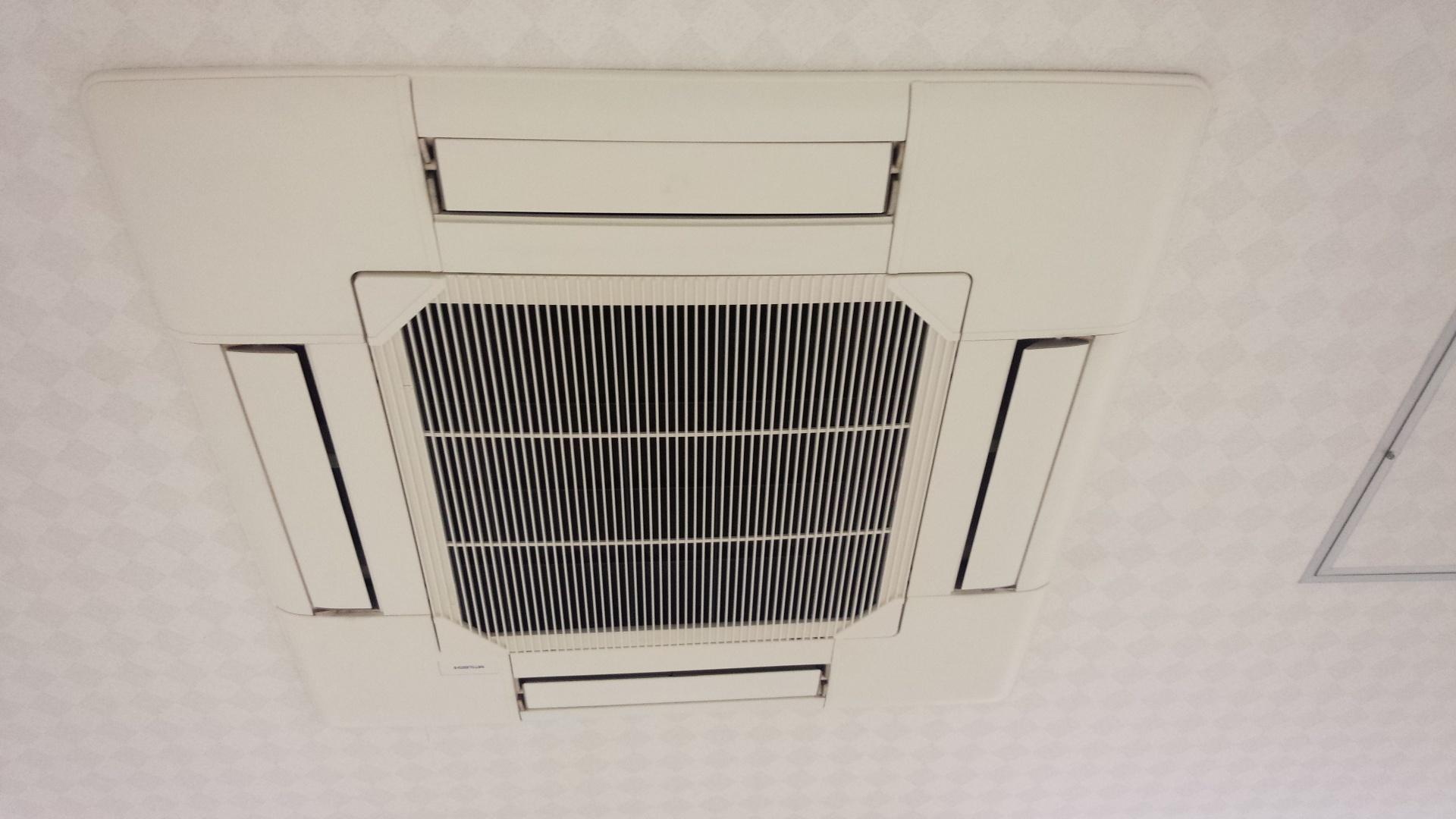 天井埋め込み式エアコン