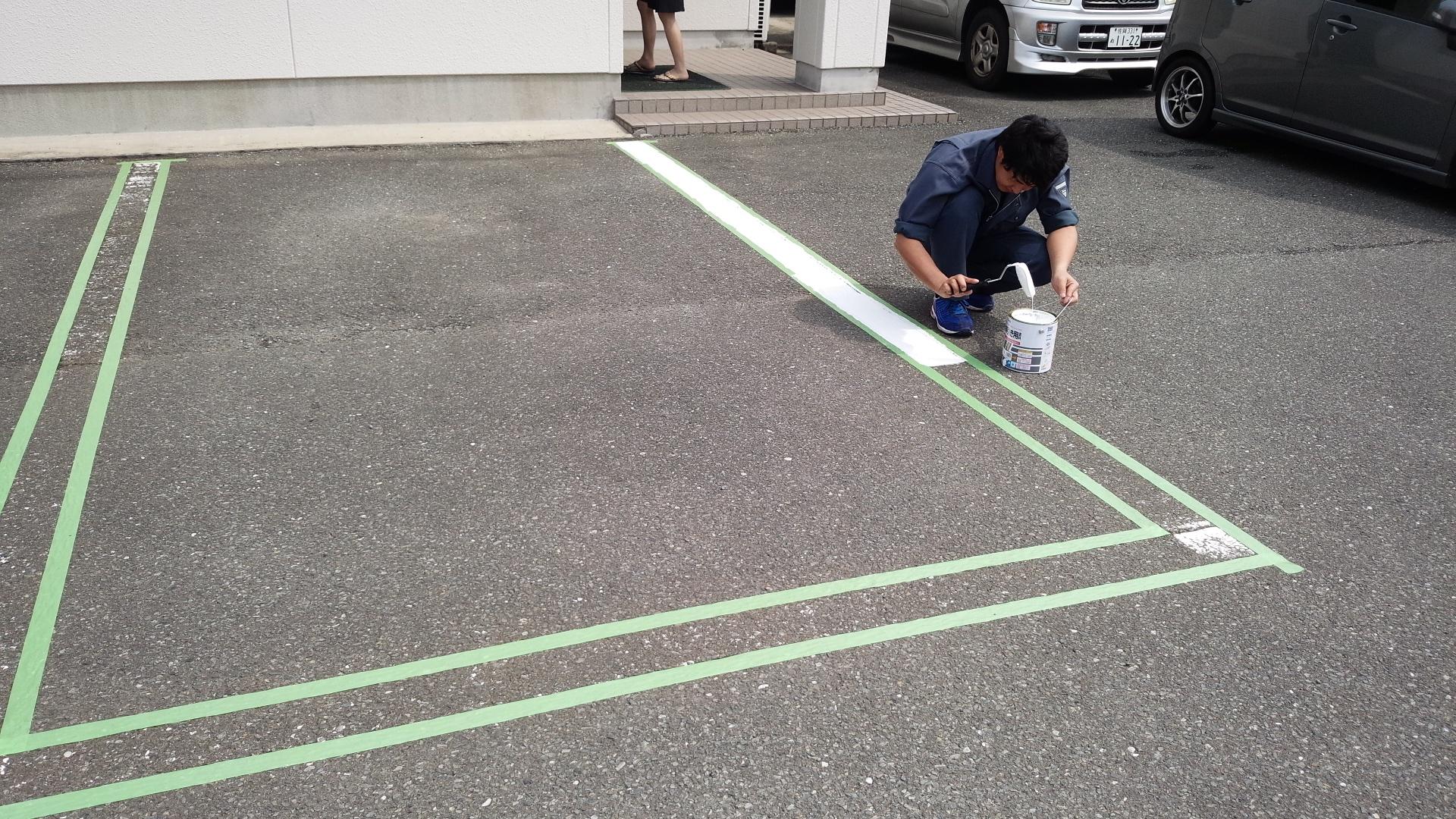 駐車場白線引き(作業中)